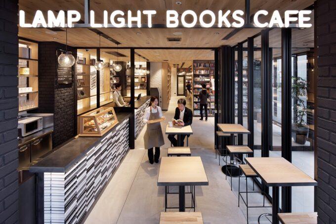 ランプライトブックスホテル名古屋内のカフェ