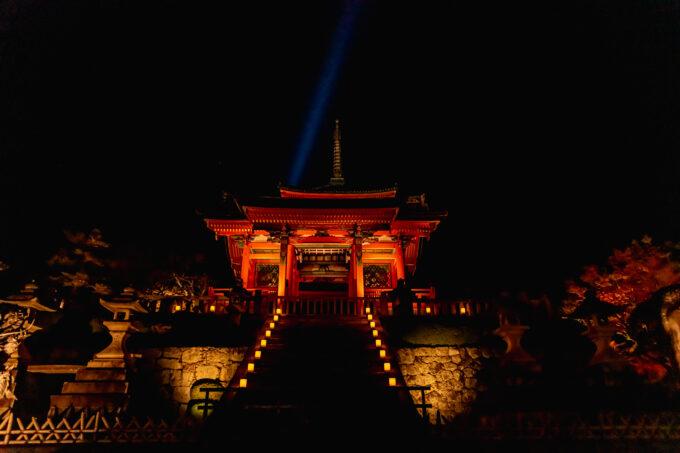 夜のライトアップされた清水寺